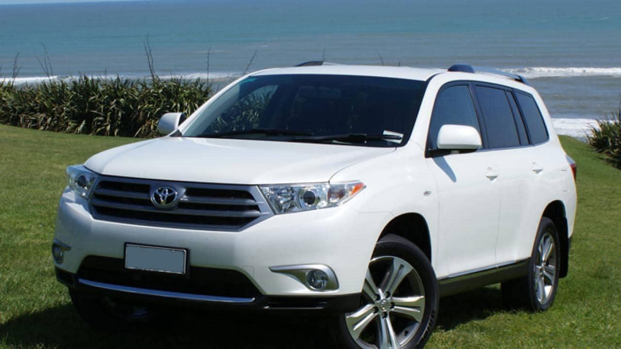 Car rental Toyota Highlander 3.3 Hybrid in Batumi