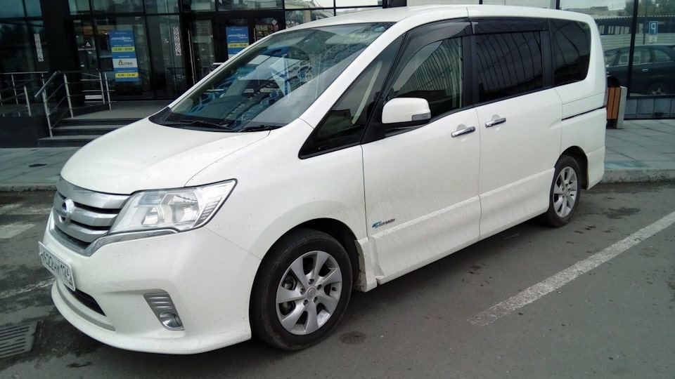 Rent Car Nissan Serena 2.0 in Batumi
