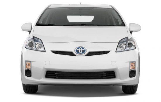 Аренда авто Toyota Prius Hybrid 1.8 в Батуми